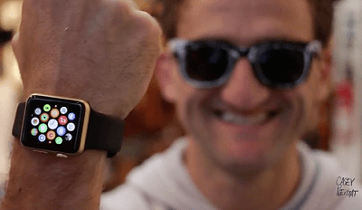 pintar-un-smartwatch-o-apple-watch-en-la-version-gold-o-edition-de-color-oro