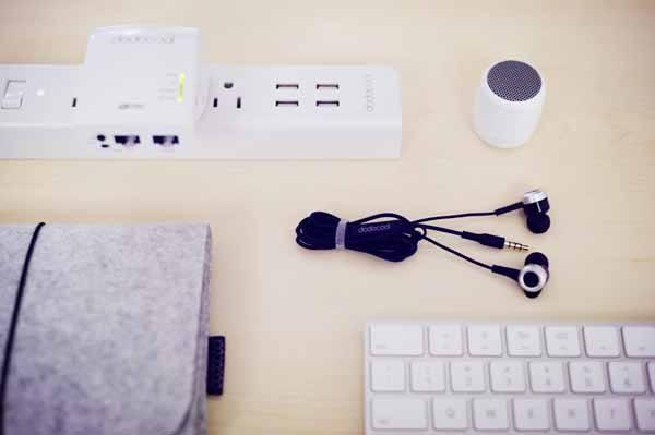 escritorio-de-ensueno-auriculares-altavoz